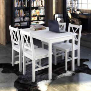 Puidust laua ja toolide komplekt
