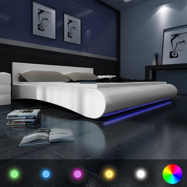 Kunstnahast voodi LED riba ja madratsiga 140 x 200 cm valge