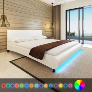 madratsiga LEDidega voodi