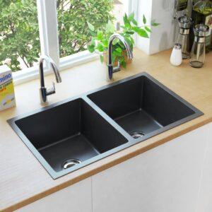 käsitsi valmistatud köögivalamu sõelaga