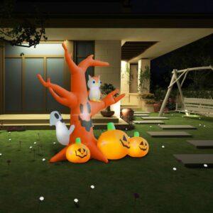 halloweenikaunistus kummituspuu kõrvitsatega